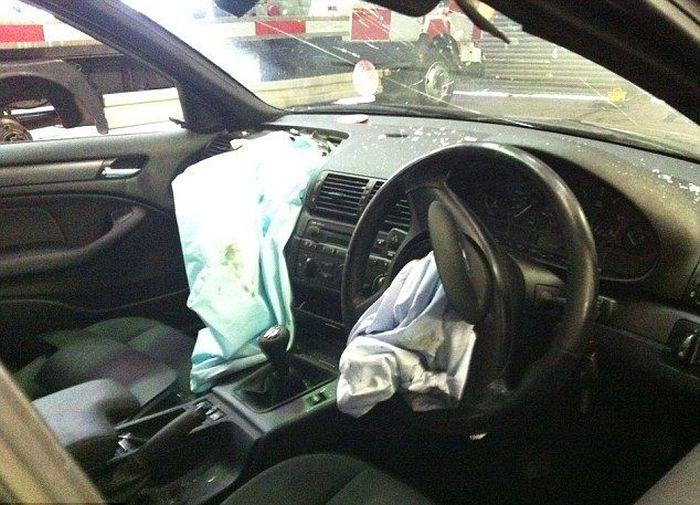 Подушка безопасности сломала девушке жизнь (5 фото)
