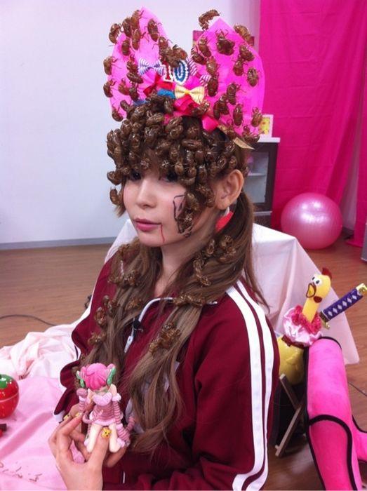 Живой головной убор японской косплейщицы (8 фото)