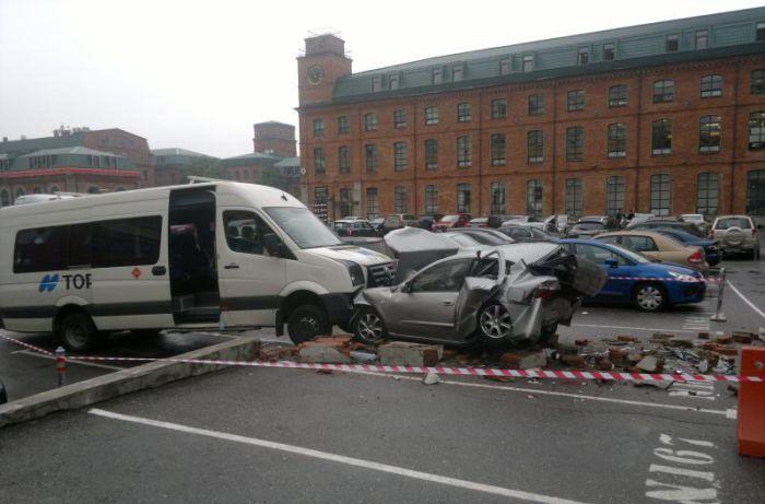 Потерял сознание, управляя автомобилем (10 фото)