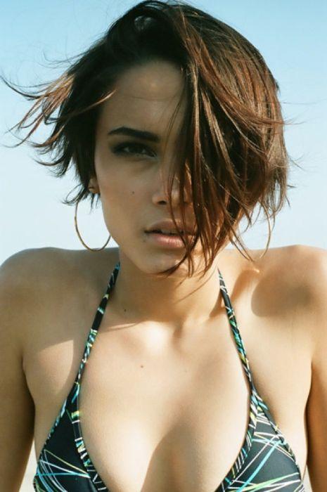 http://de.trinixy.ru/pics5/20120817/beauty_girls_46.jpg