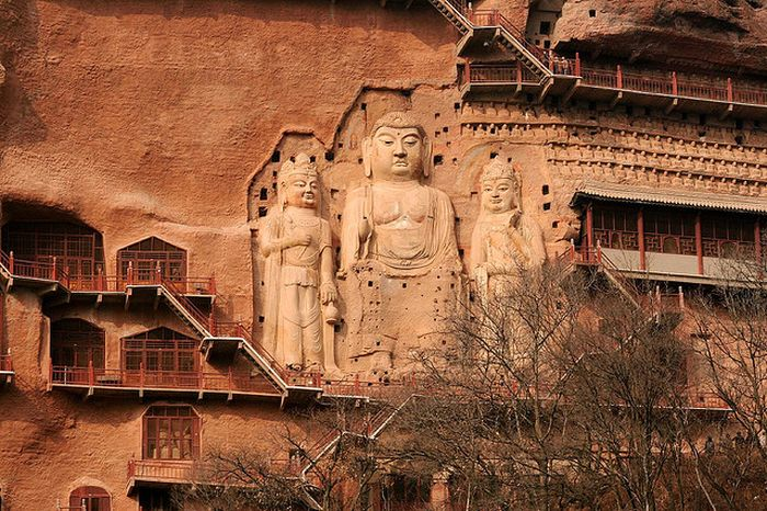 Удивительные скульптуры пещеры Лонгмен и грота Майджишан (21 фото)