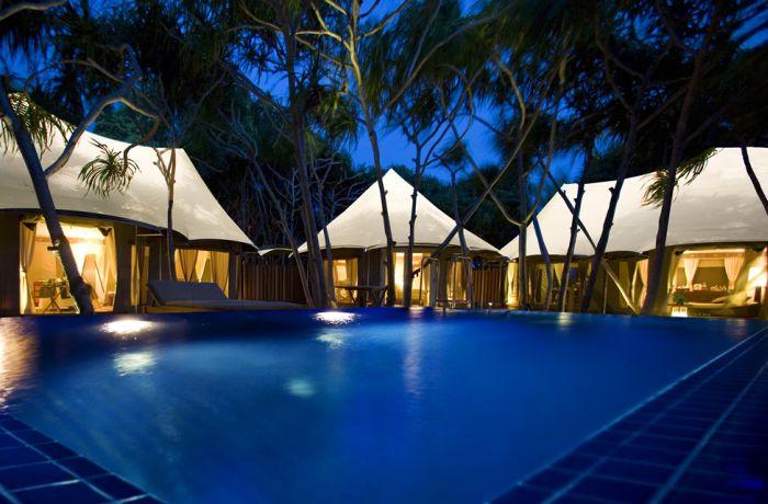 Райский отдых в палатках на Мальдивах (26 фото)