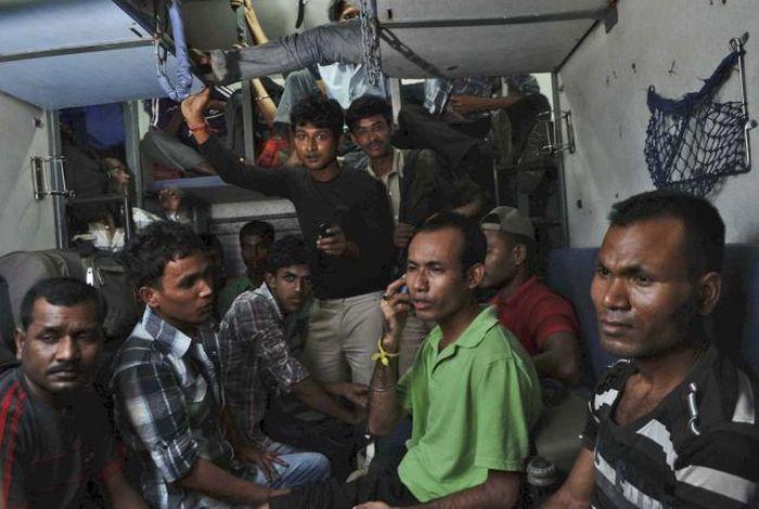 Ужасы железнодорожного транспорта в Индии (49 фото)