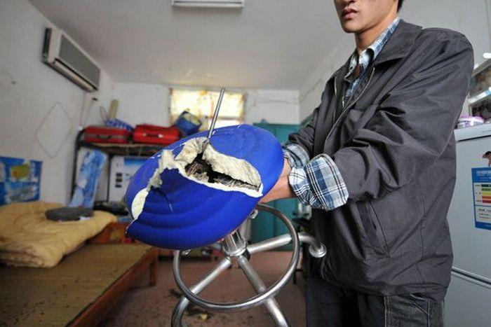 Китайская табуретка может убить (4 фото)