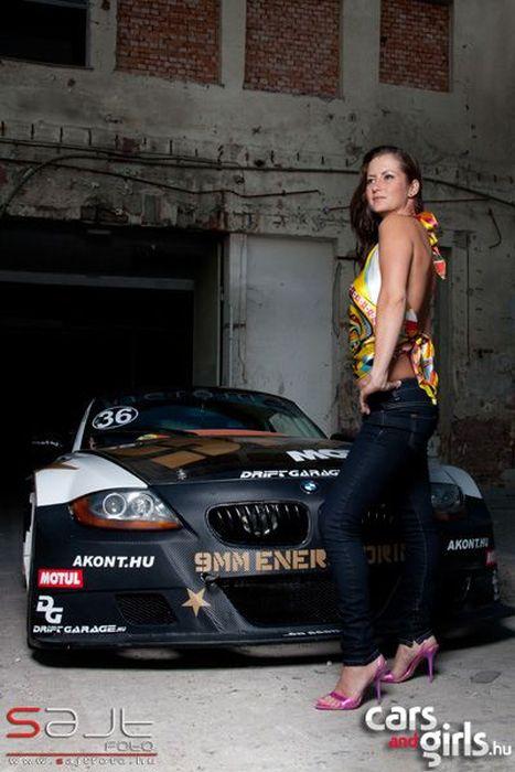 Подборка венгерских девушек и автомобилей (112 фото)