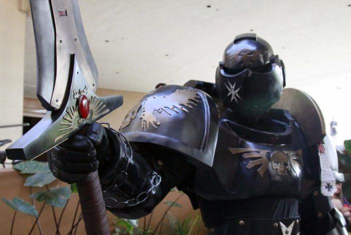 Крутой рыцарский косплей-костюм (14 фото)