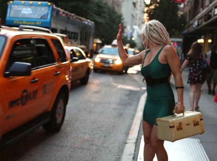 Сексуальные девушки в обтягивающих платьицах (52 фото)