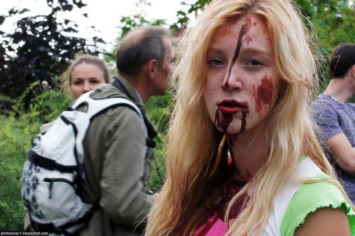 Зомби заполонили Санкт-Петербург (24 фото)