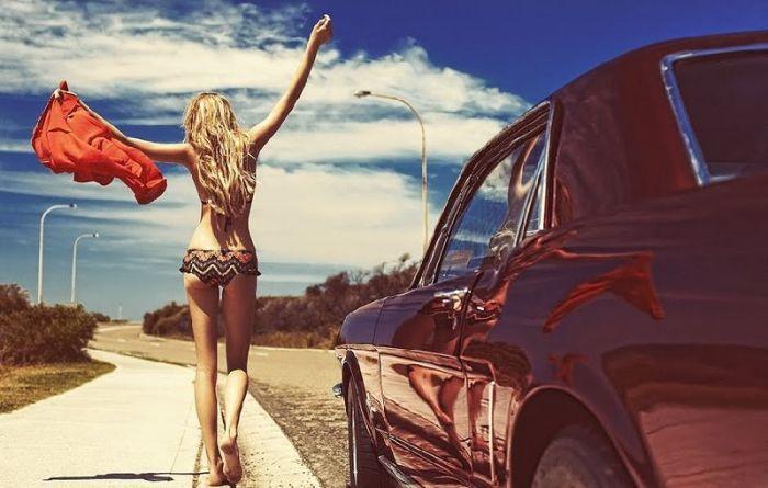 Сексуальные девушки и ретро автомобили (64 фото)