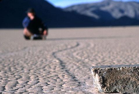 Движущиеся камни – Долина Смерти (14 фото)