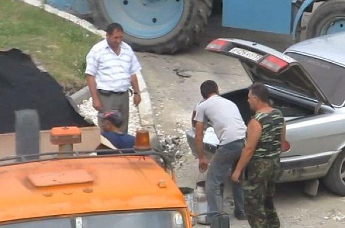 Почему в России плохие дороги (3 фото)