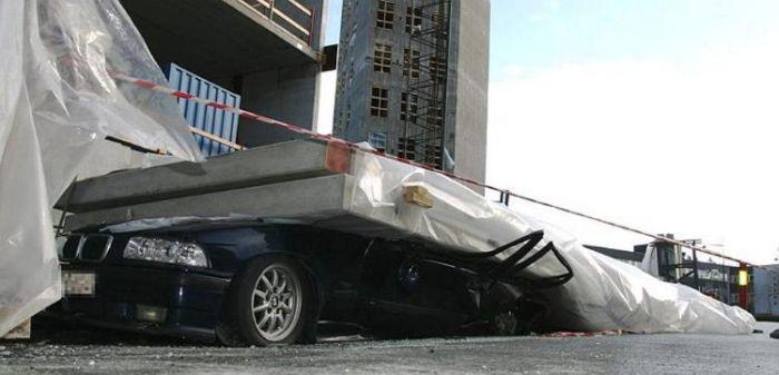 Во что превратится автомобиль под весом бетонной плиты (5 фото)