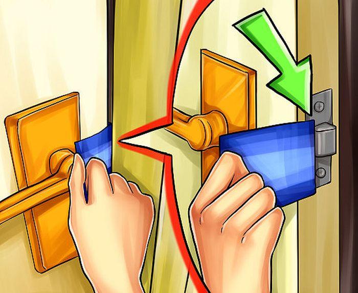 Открываем дверь пластиковой карточкой (4 фото)