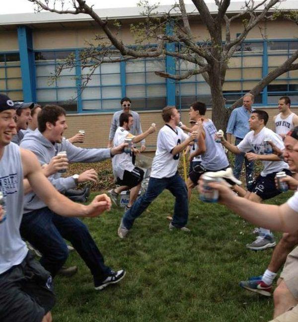 Студенты отрываются на вечеринках (50 фото)