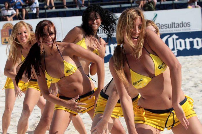 фото с пляжного волейбола девушек