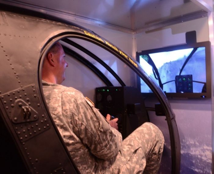 Грузовик для вербовки в армию (19 фото)