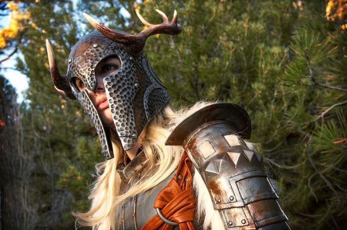 Симпатичная фанатка игры Skyrim (5 фото)