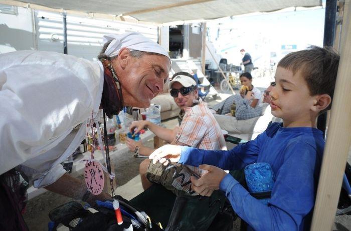 Необычные люди на фестивале Burning Man 2012 (26 фото)