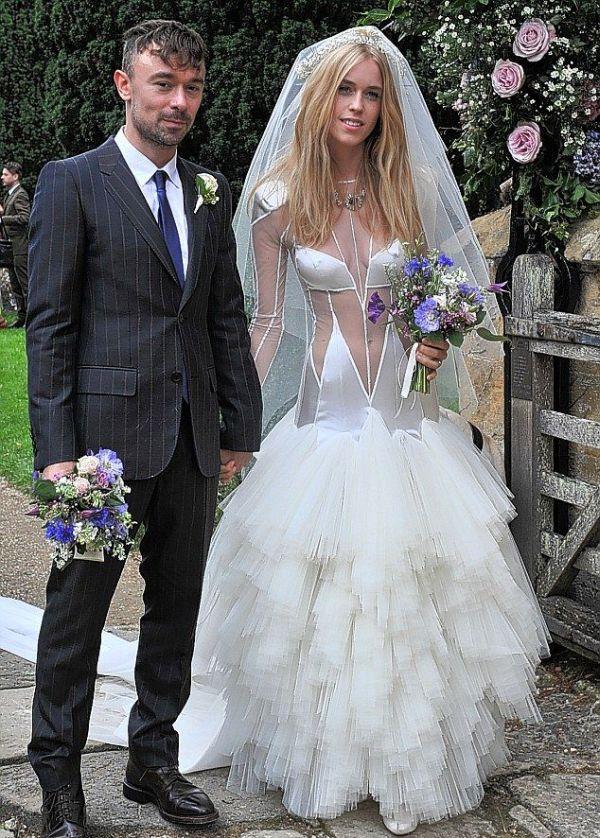 Оригинальное свадебное платье (6 фото)