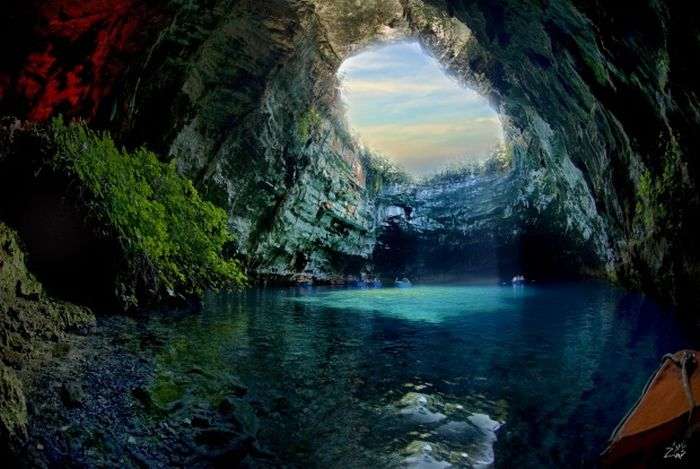 Сказочная пещера Мелиссани в Греции (22 фото)