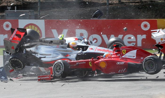 Ромен Грожан стал виновником аварии на гонках «Формула-1» (10 фото)