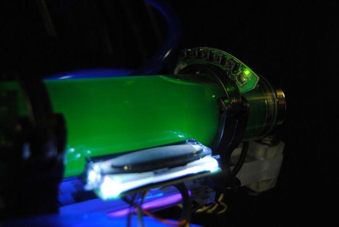 Крутой моддинг компьютера под названием Cyberfuture (23 фото)