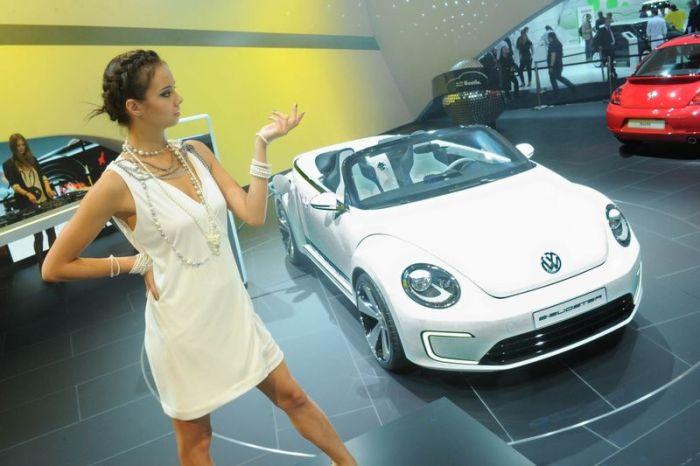 Девушки с Московской Международной Автовыставки 2012 (49 фото)