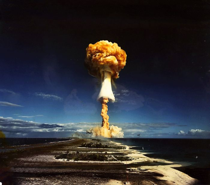 Сила ядерного взрыва (4 фото + 1 гифка)