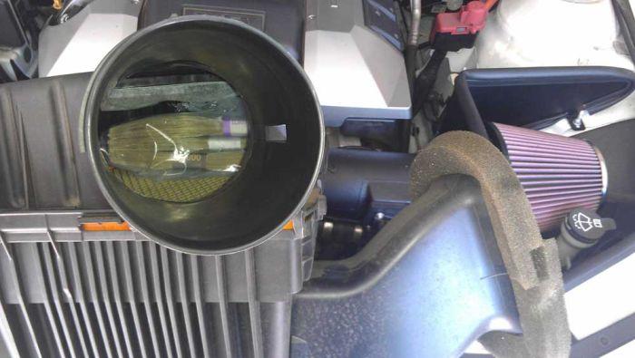 Неожиданная находка в приобретенном подержанном автомобиле (2 фото)