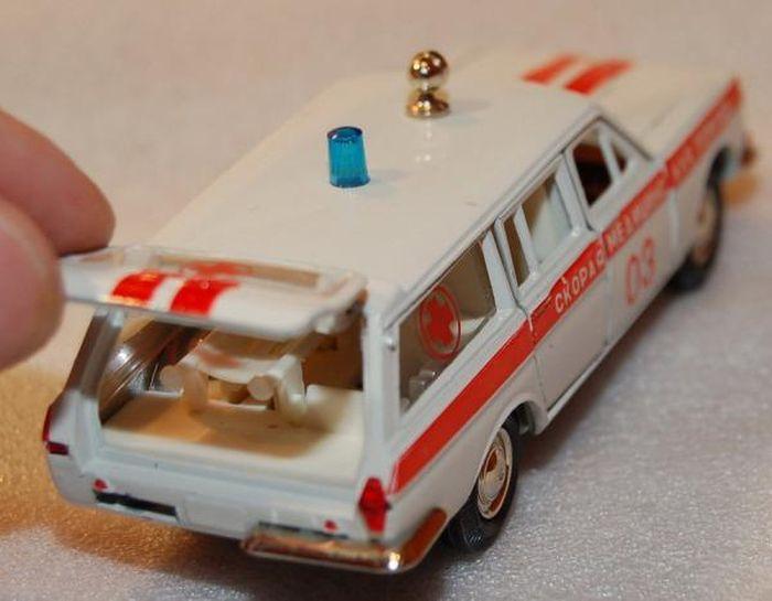 Модели автомобилей нашего детства (47 фото)