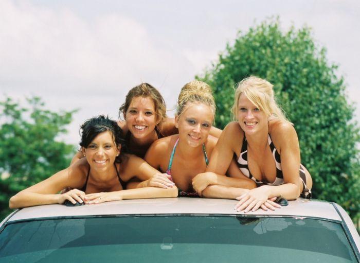 Сексуальные девушки на автомойке (40 фото)