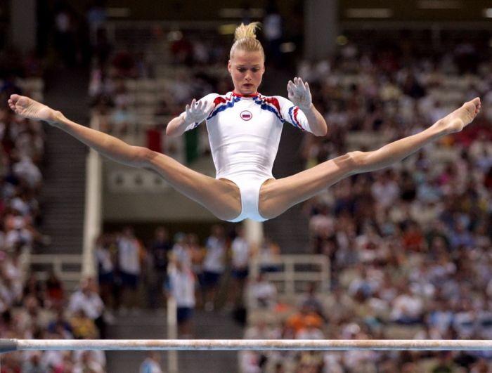 Откровенные позы симпатичных спортсменок (50 фото)