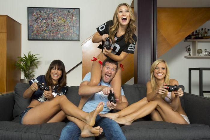 Сексуальные девушки-геймеры в нижнем белье (20 фото)
