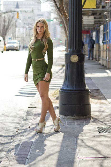 Девушки в обтягивающих платьях (50 фото)