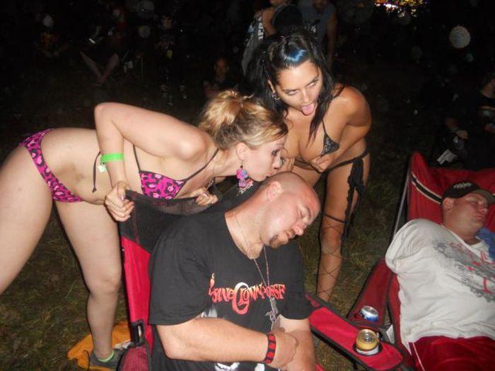 Не надо напиваться на рок-фестивале (36 фото)
