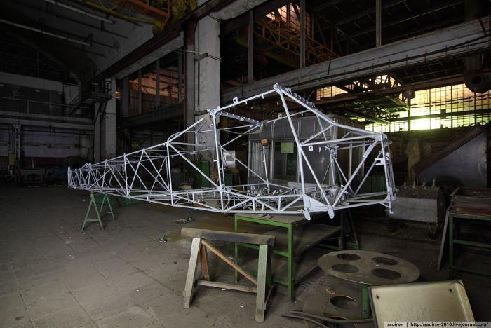 Заброшенный цех прототипов (37 фото)