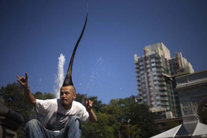 Необычный рекорд. Самый высокий ирокез (5 фото)