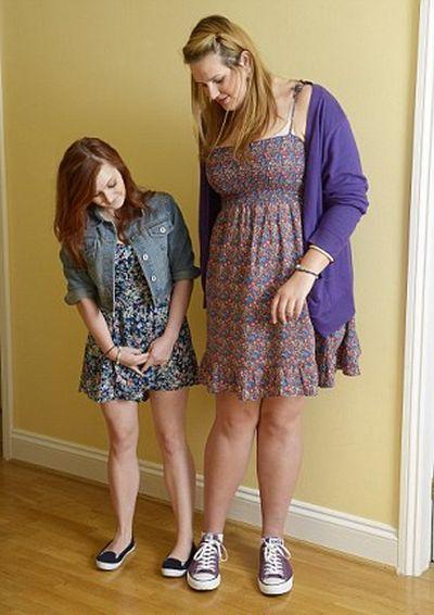 Девушка с самым большим размером ноги (14 фото)