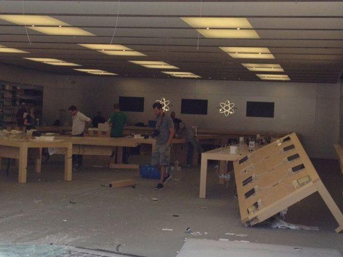 Неудачное ограбление магазина Apple (3 фото + видео)