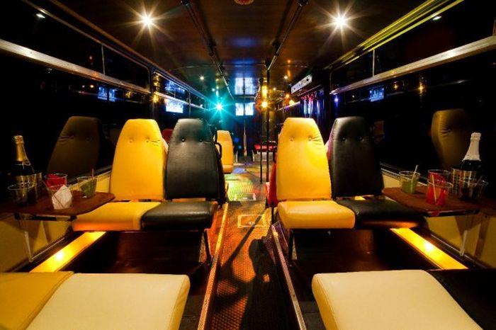 Крутой автобус для классных вечеринок (8 фото)
