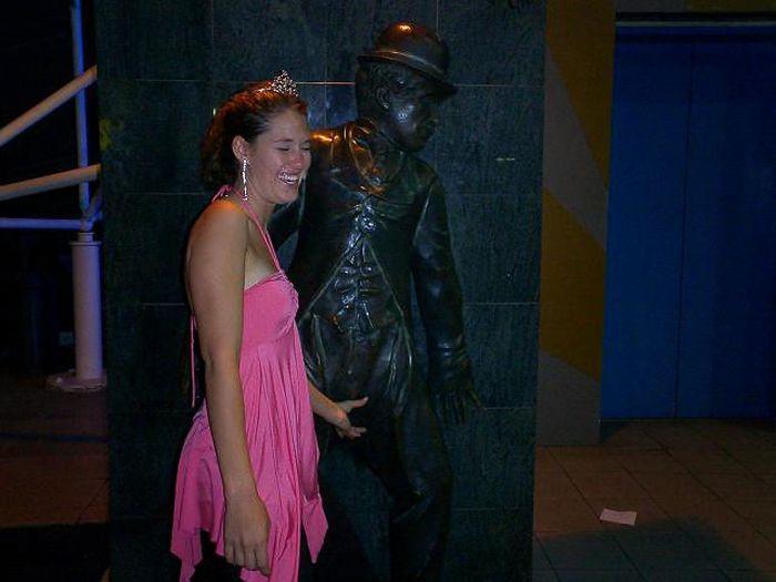 Прикольные фото со статуями. Часть 2 (73 фото)