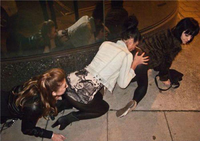 Неудачные снимки девушек (43 фото)