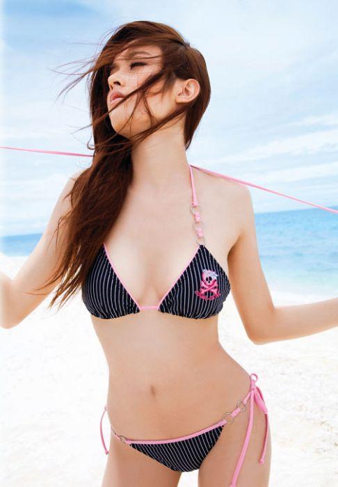 Нонг Пой - необычная модель из Таиланда (23 фото)