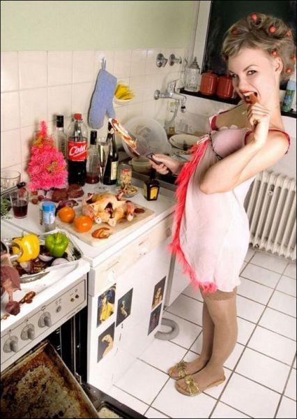 Сексуальные девушки на кухне (43 фото)