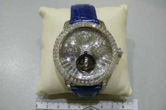 Контрабанда часов за 54 миллиона рублей (2 фото)