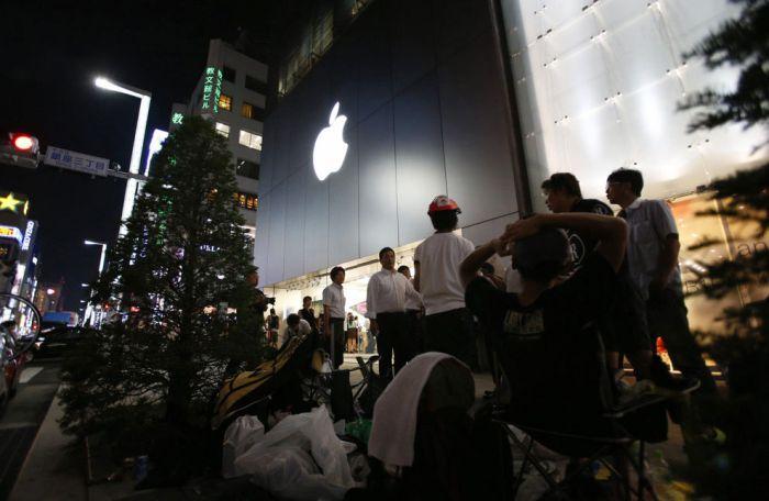 Огромная очередь в магазин за iPhone 5 (37 фото)