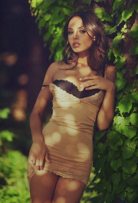 Стройные девушки в сексуальных платьях (50 фото)
