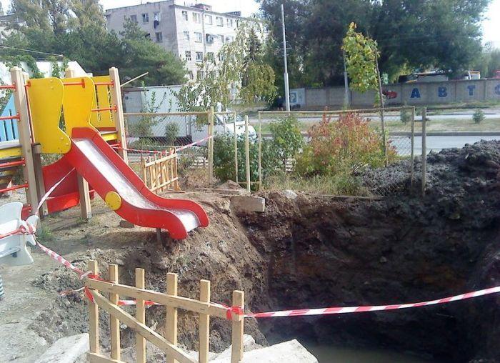 Суровая детская площадка (3 фото)