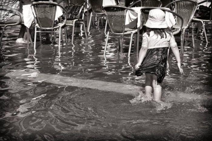 Венеция постепенно уходит под воду (28 фото)