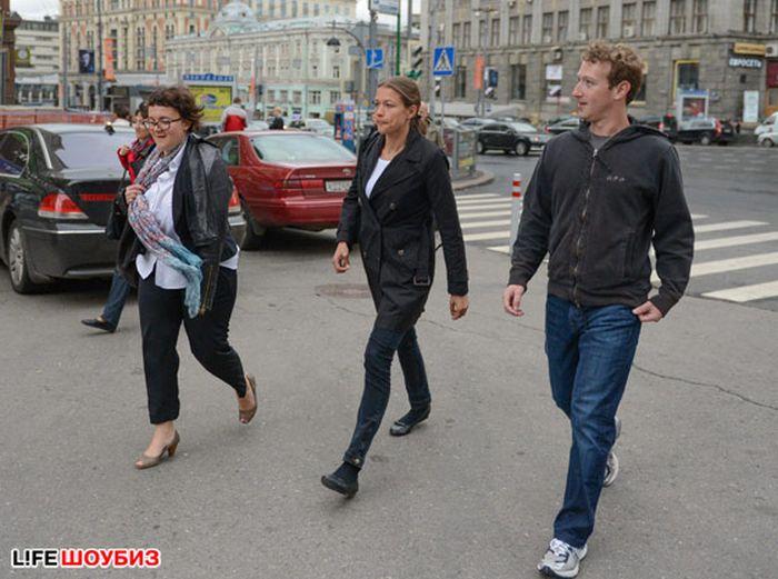 Основатель Facebook Марк Цукерберг приехал в Москву (8 фото)